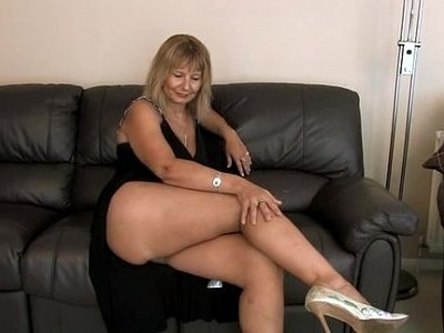 busty  cougar  fingering  solo