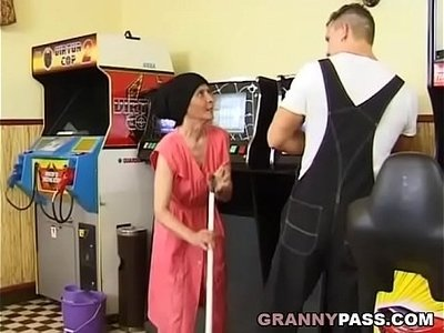 fuck  gay  granny  muscle  older woman