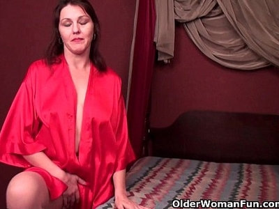 cunt  hairy  horny  mom  older  pantyhose