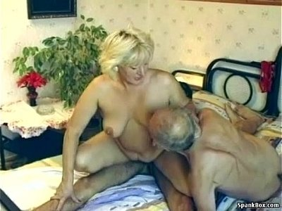 3some   enjoying   hairy   older woman