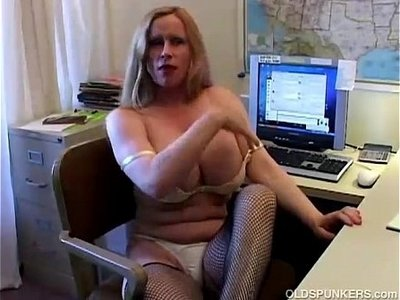 busty  cougar  fishnets  older  stockings
